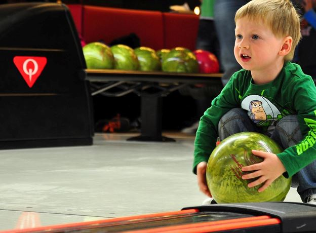 Fohren Center: Disco Bowling for Kids im Strike Bowling Center