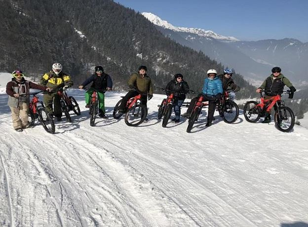 Guided E-Bike Tour in snow