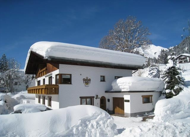 Winter Haus Anita