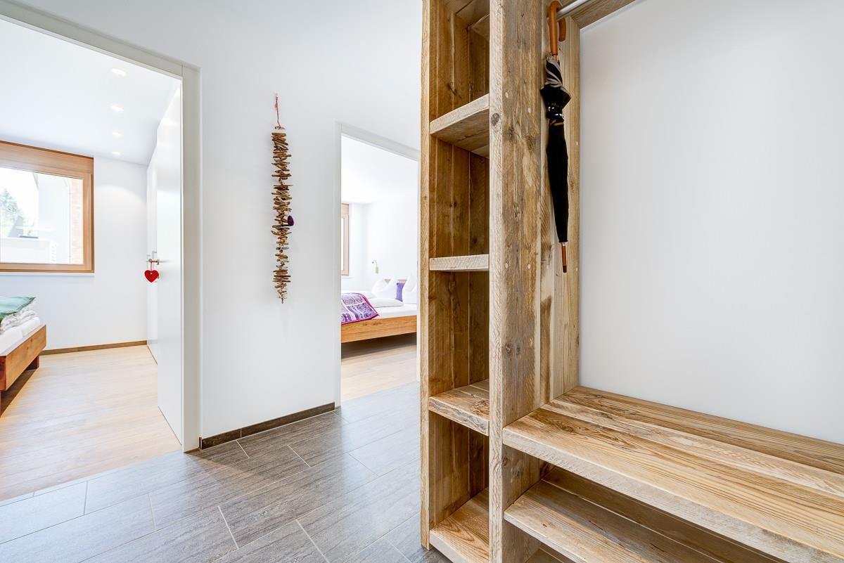 modern country schlafzimmer musterring kleiderschr nke wandfarben schlafzimmer mit dachschr ge. Black Bedroom Furniture Sets. Home Design Ideas