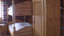 Hut, separate toilet and shower/bathtub, 4 or more bed rooms