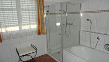 Apartment, shower and bath tub, facing the garden