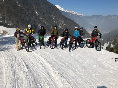 Guided e-bike tour on snow